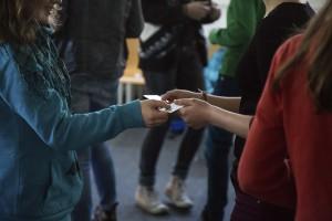 Schüler*innen entdecken in interaktiven Workshops globale Zusammenhänge